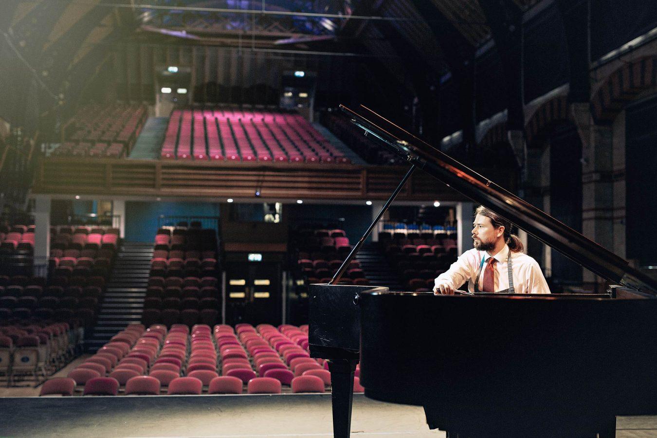 cambridge-portrait-photographer-piano-tuner