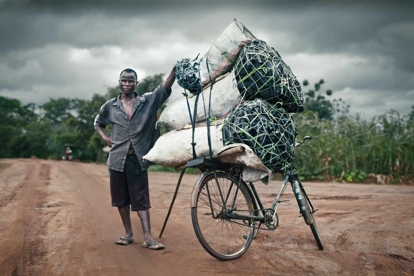 editorial-photography-malawi-charcoal-seller-blantyre
