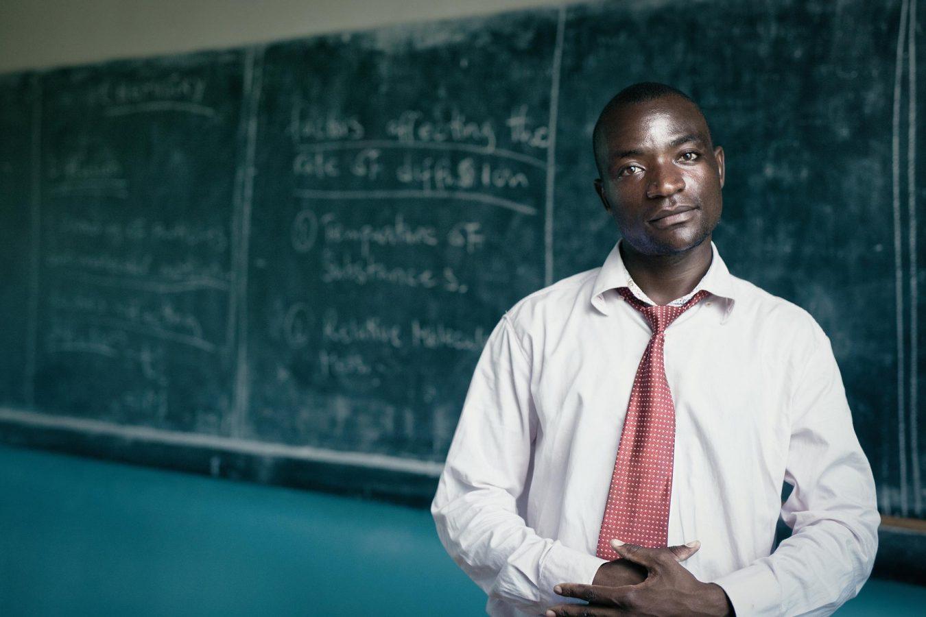 editorial-photography-portrait-malawi-science-teacher-namisu