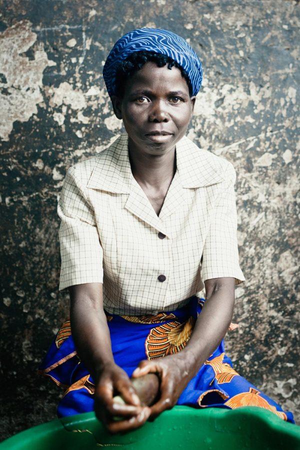 editorial-photography-portrait-malawi-cook-namisu