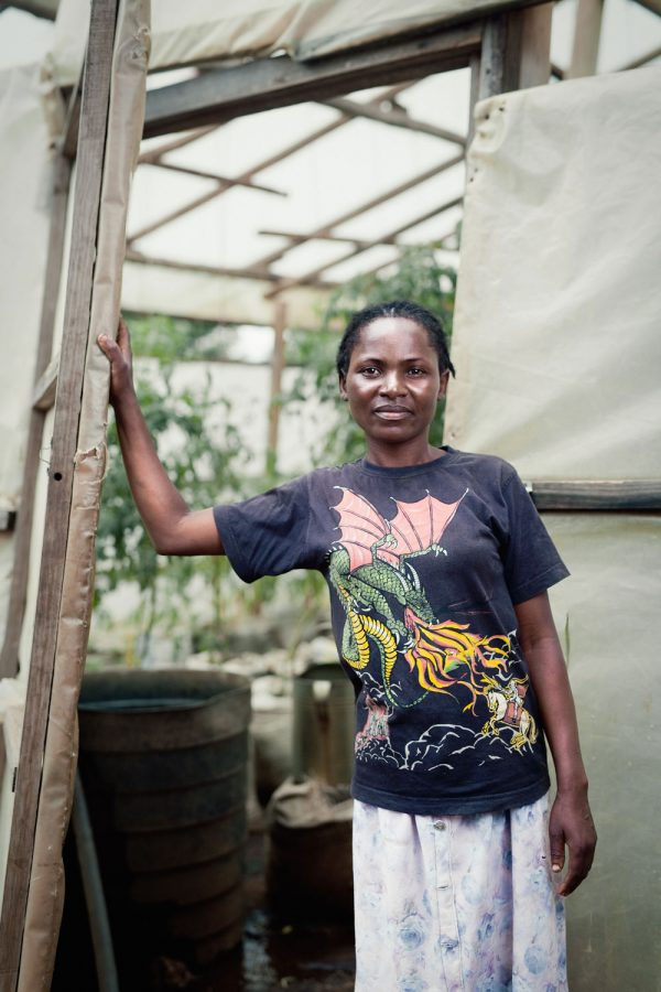 editorial-photography-portrait-malawi-tomato-farmer-namisu