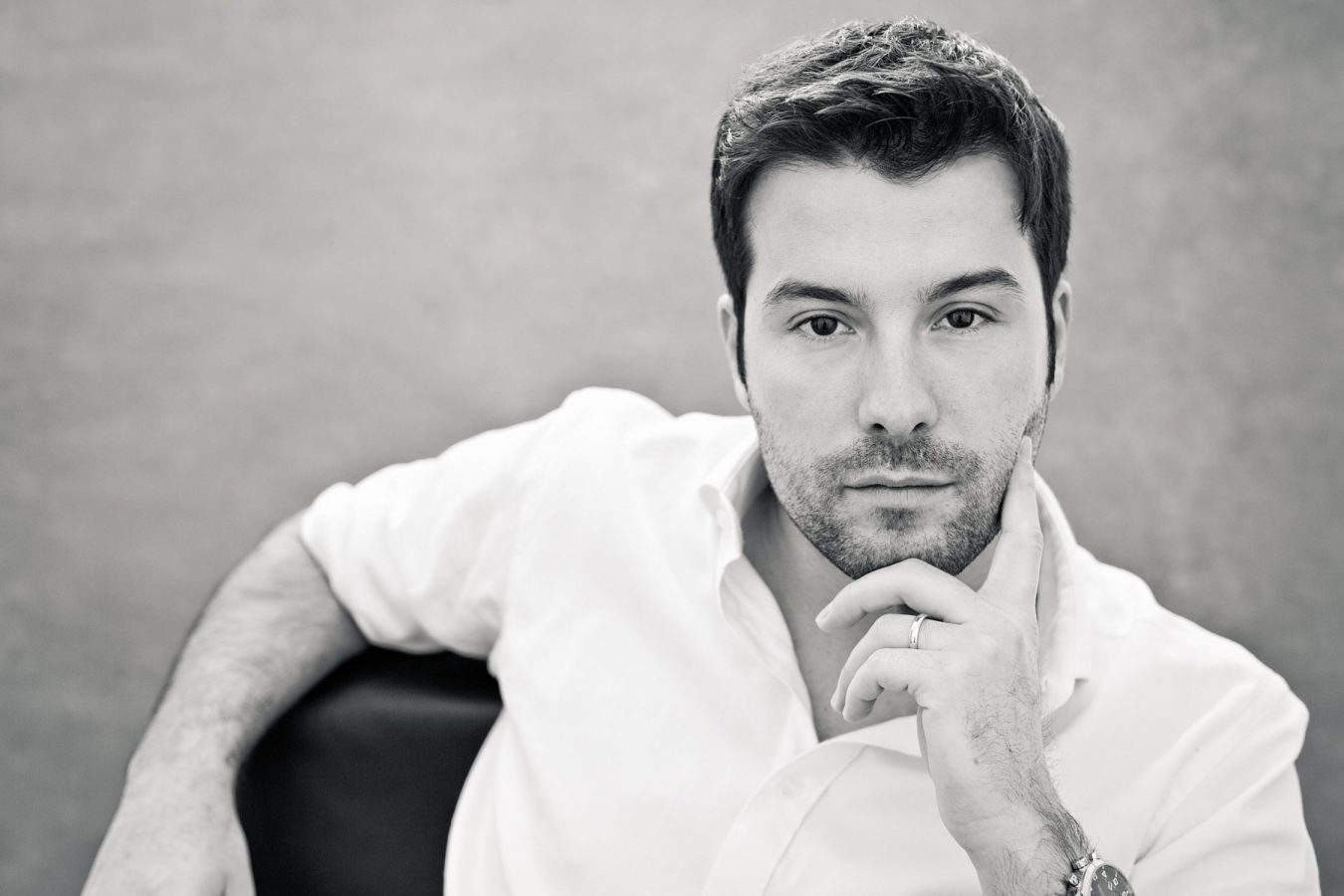 modern-black-and-white-executive-portrait